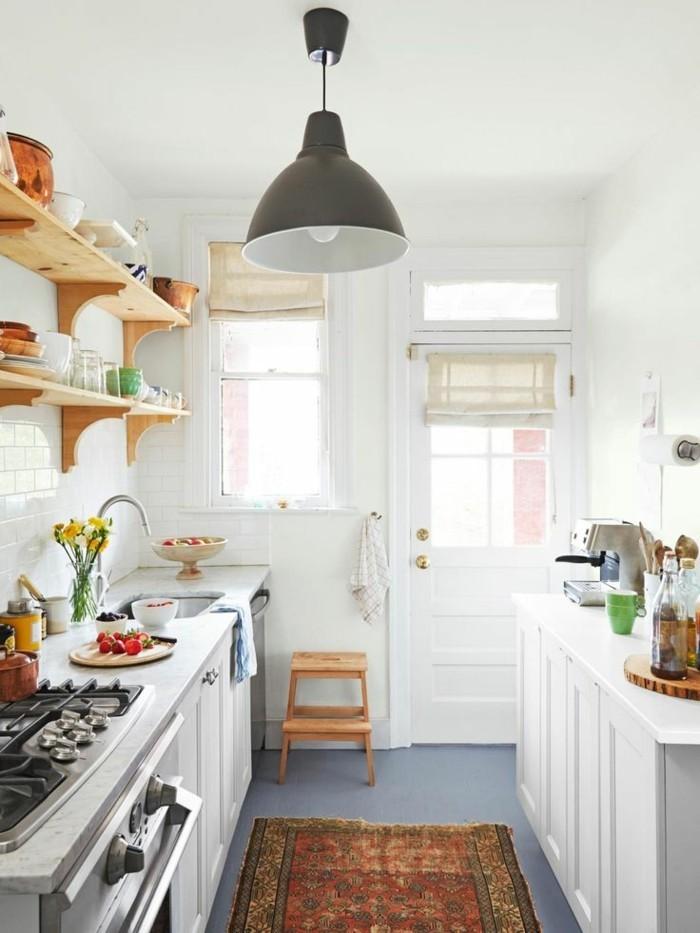 stauraum küche offene wandregale sind in kleinen küchen eine gute lösung