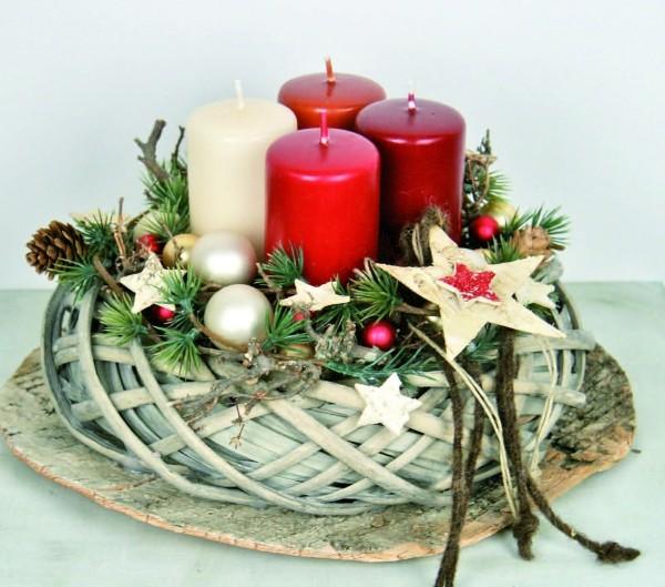 Adventskranz-Verzieren-Tisch