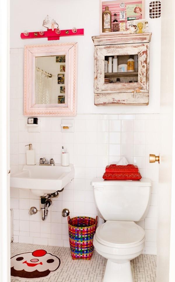 Badezimmer im Shabby Chic Stil frische akzente weiße wände