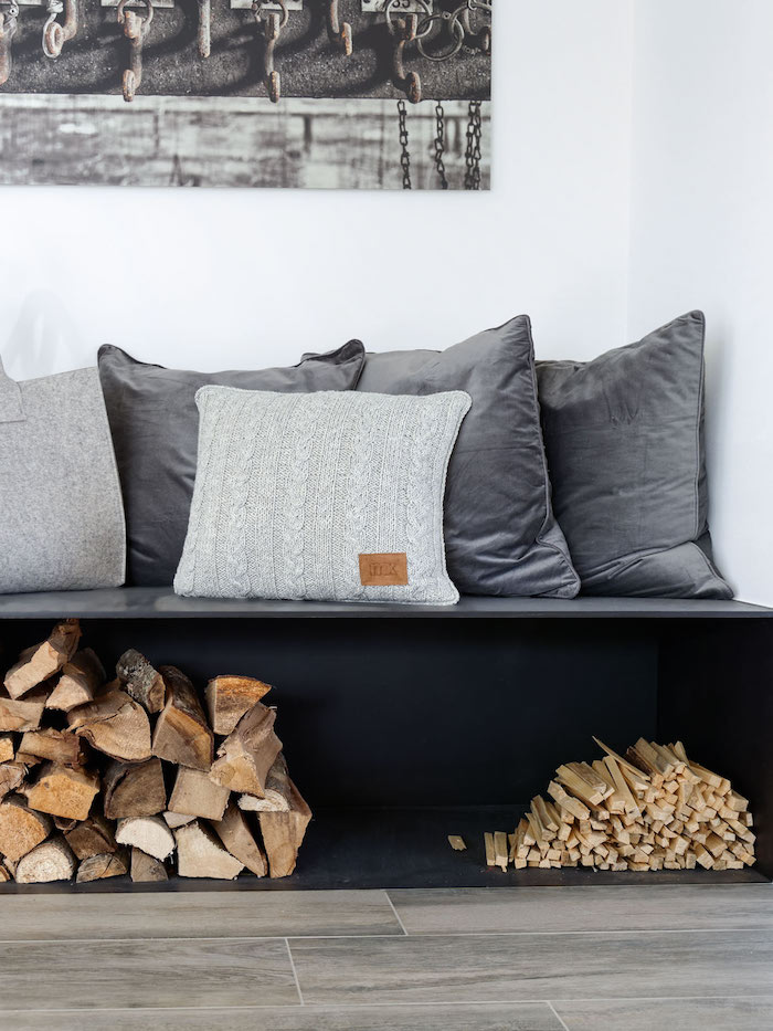 Brennholz Aufbewahrung unter Sitzbank