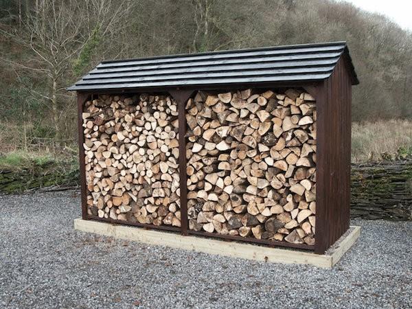Brennholz draußen lagern geschützt ideen