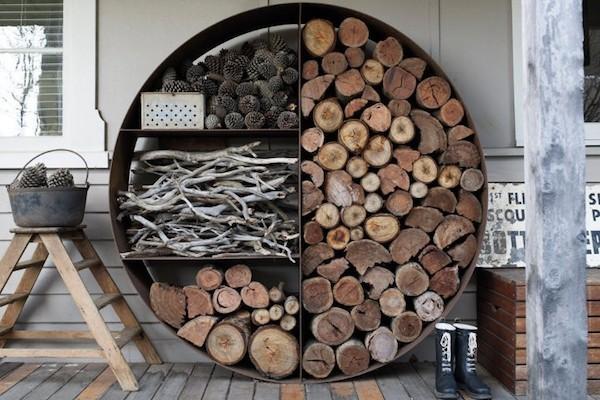 Brennholz draußen lagern trocknen lassen