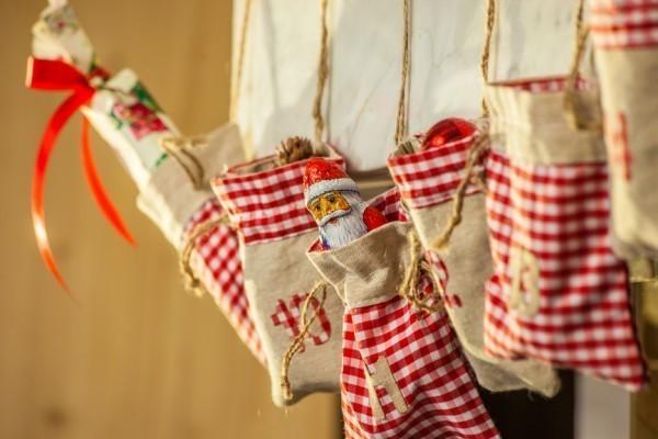 Coole Adventskalender Ideen beutel süßigkeiten