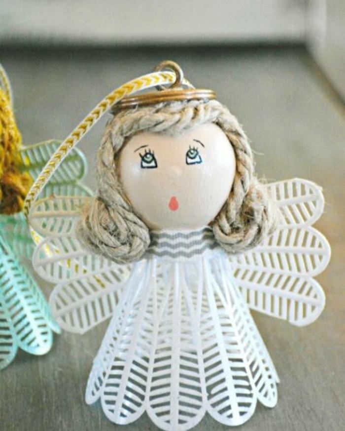 Engelsfluegel basteln mit pappteller basteln weihnachtsszmbole weihnachsschmuck aus federball