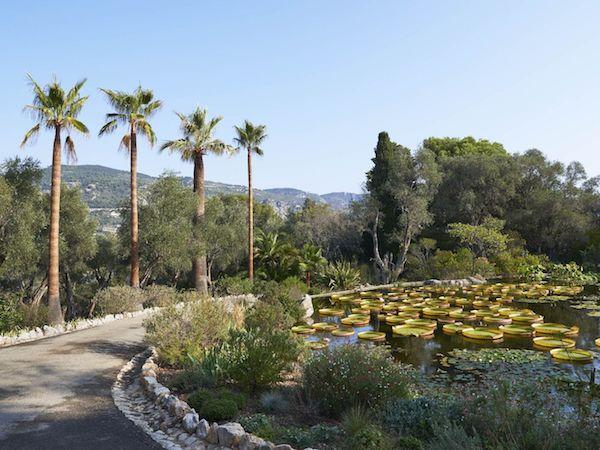 Französische Architektur Villa grüne Parkanlage