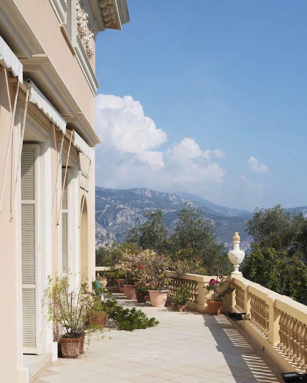 Französische Riviera einmalige Architektur drinnen und draußen südliche Sonne