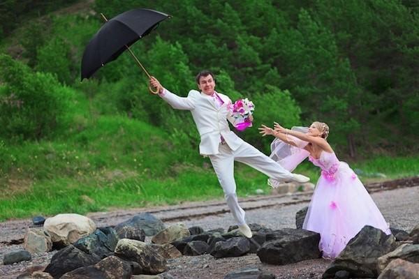 Hochzeit bei Wind und Wetter zusammenhalten