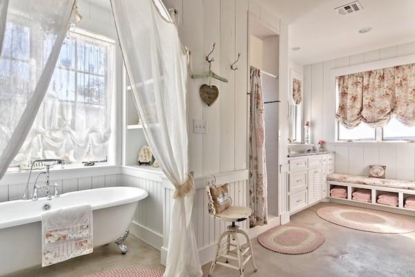 Chic Badezimmer sind charmant und gemütlich