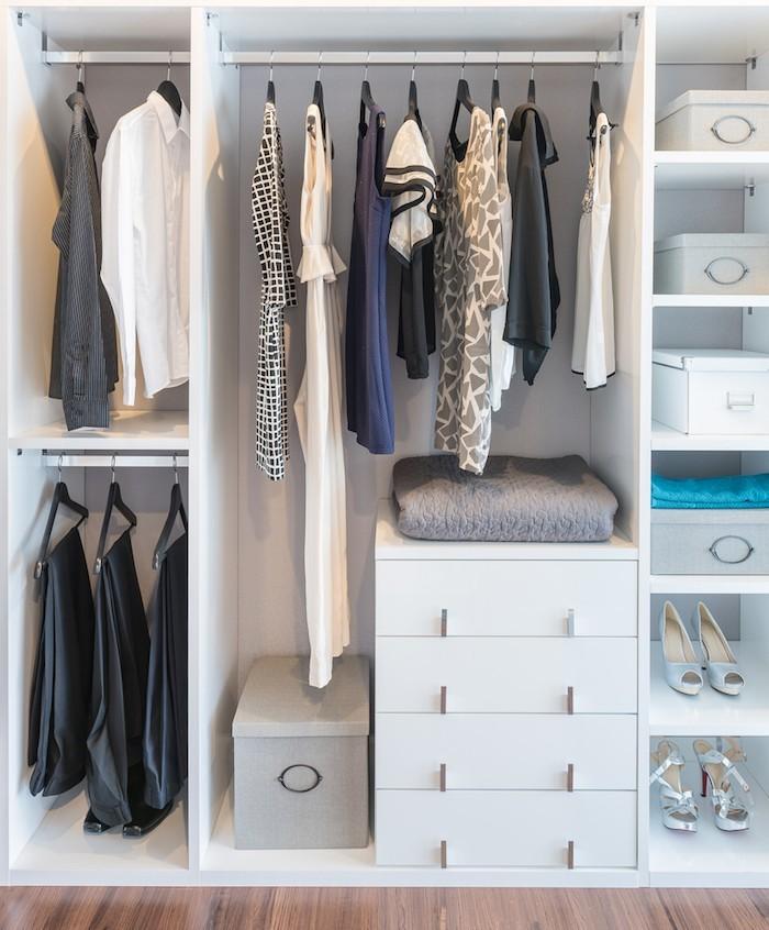 Übersicht Ordnung Kleiderschrank