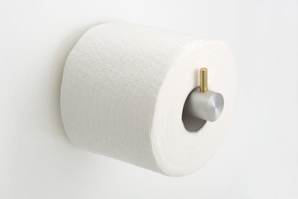 altes handwer als toilettenpapierhalter benutzen