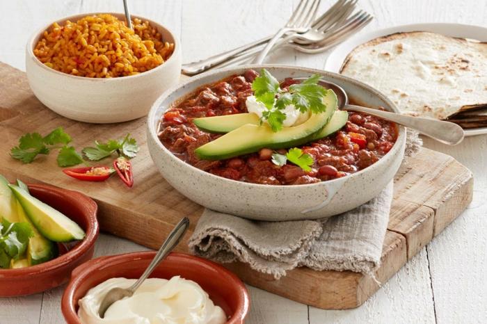 chili sin carne rezept fladenbrot avocado kidneybohnen reis mais