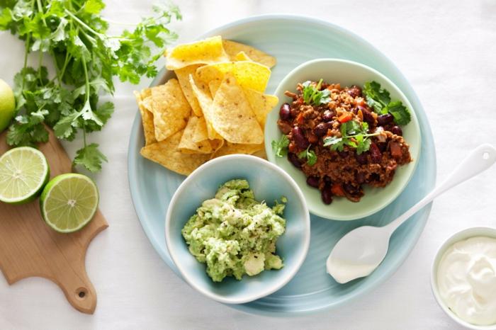 chili sin carne rezepte nachos kidneybohnen guacamole koriander limette