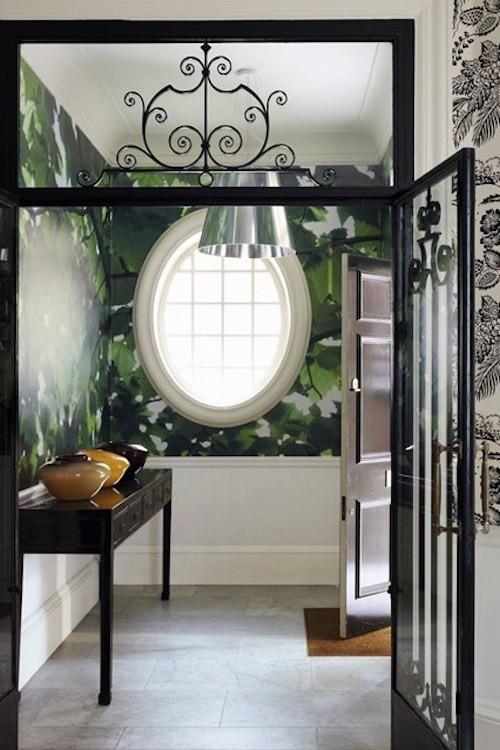 dekoideen für den flur stilvolle dekoartikel grüne tapete