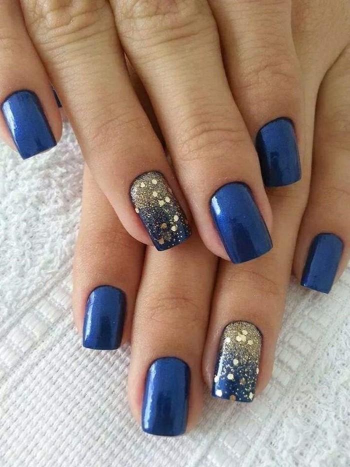 fingernägel design blau goldene akzente
