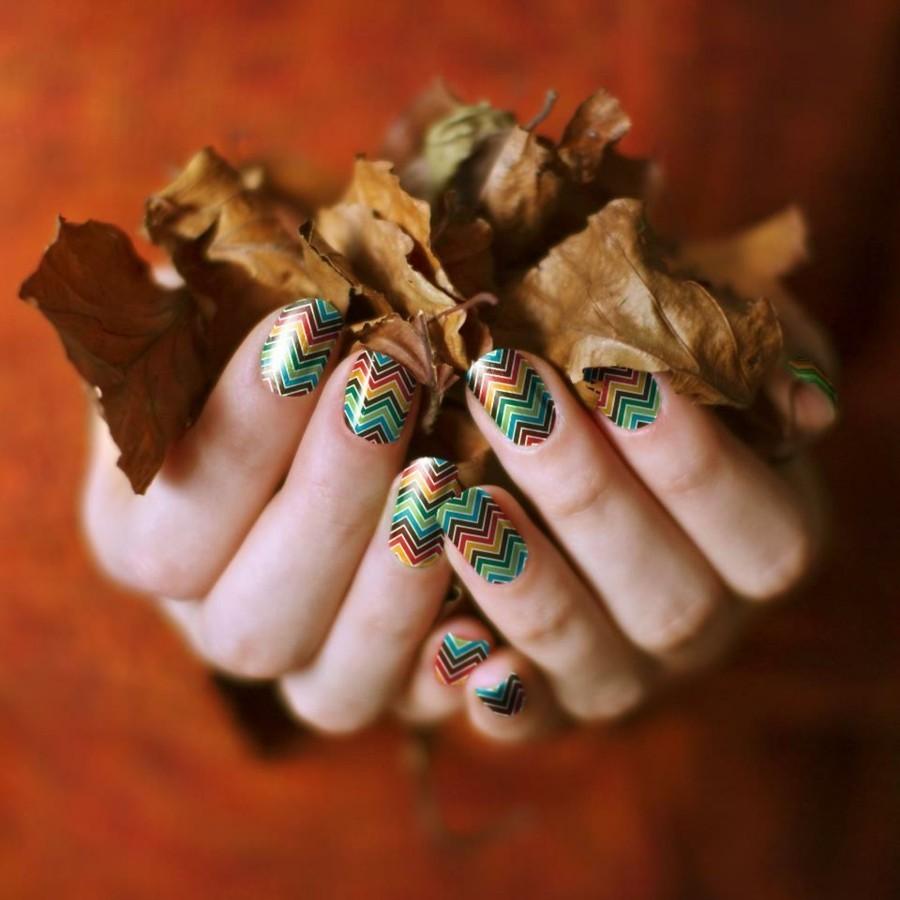 fingernägel design herbst zig zag farbig