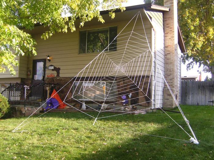 gartendekoration zu halloween mit spinnweben selber machen