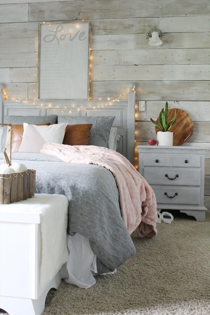 gemütliches schlafzimmer pastelrosa teppichboden schlafzimmerbank