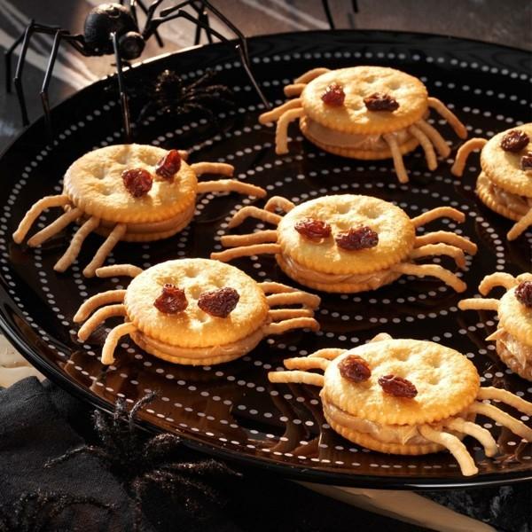 gruselige halloween snacks aus kecksen mit rosinen