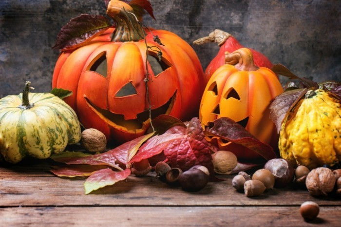 halloween kuerbis schnitzen küerbisse arrangieren ideen