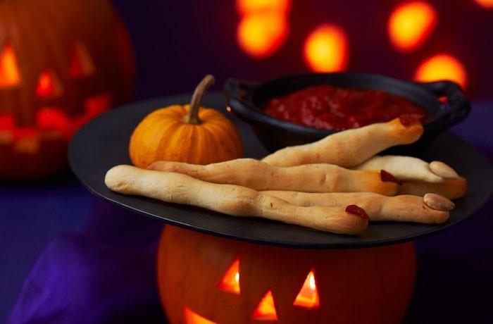 halloween praty rezepte hexenfinger backen kürbis teig mandeln
