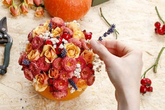herbst dekoration tischdeko kürbis in blumenvase verwandeln
