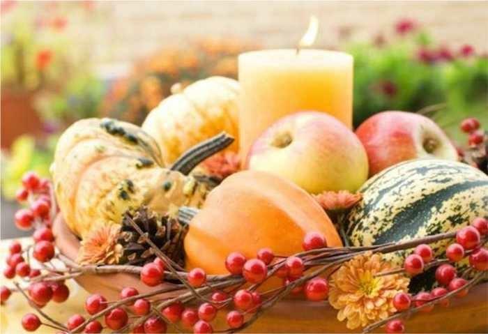 herbst dekoration tischdeko kürbisse äpfel und kerzen