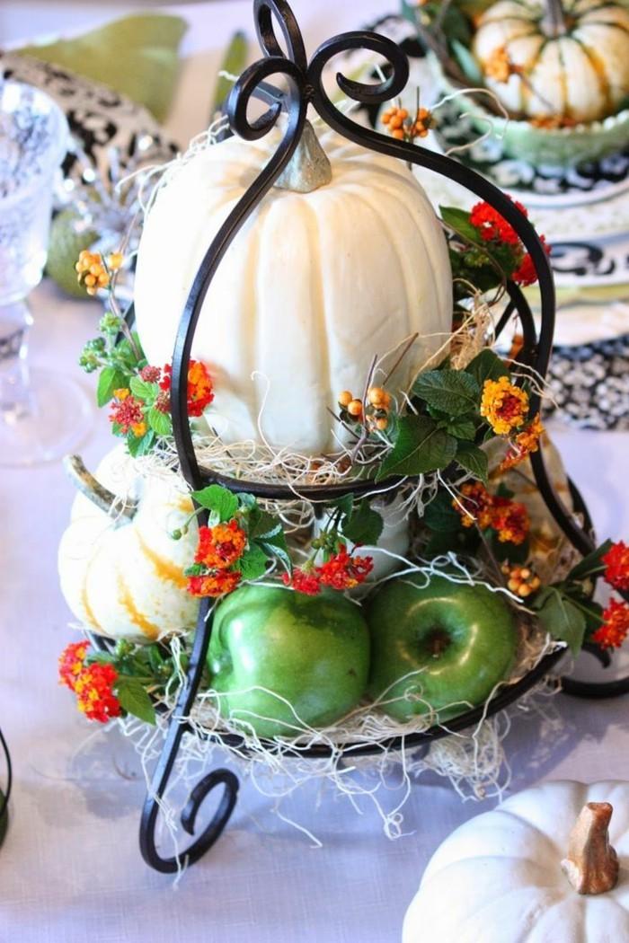 herbstdeko mit kürbissen und äpfeln tischdeko