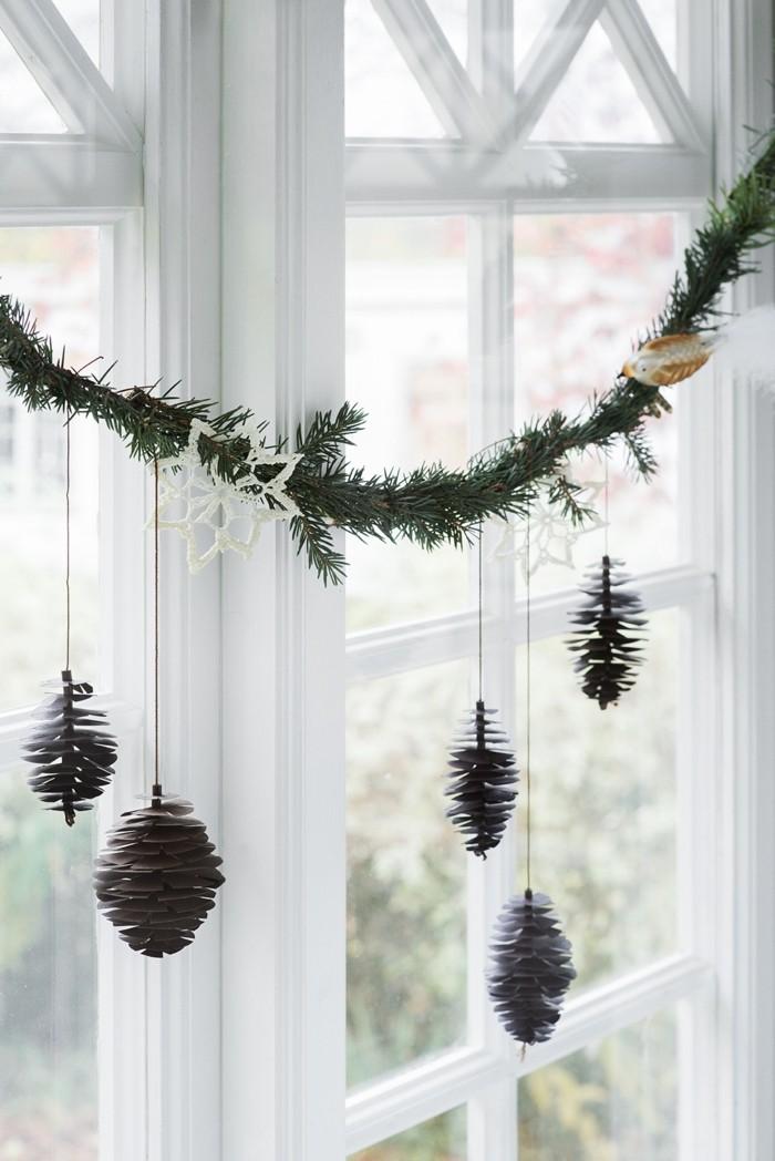 herbstdeko winterdeko basteln mit tannenzapfen kamin weihnachtsdeko fensterdeko