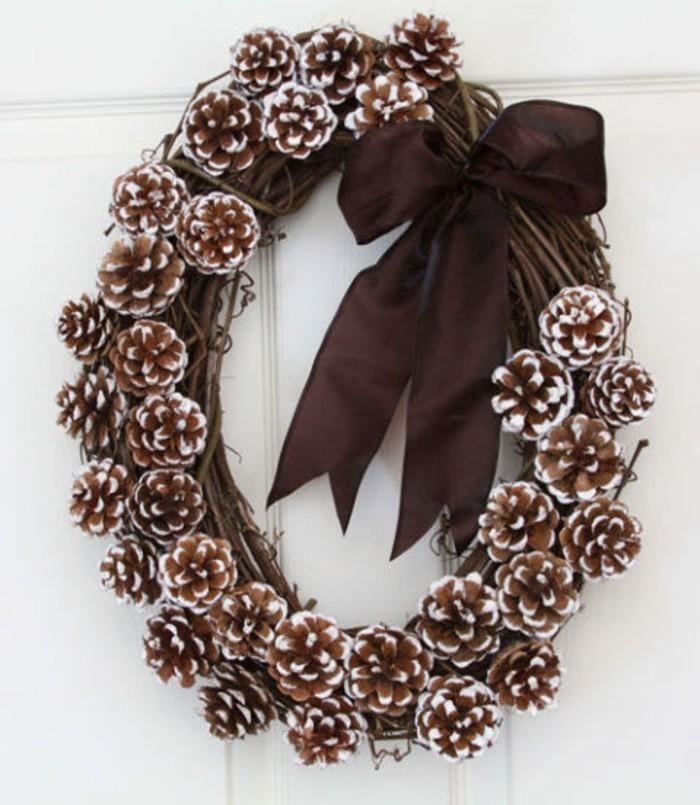 herbstdeko winterdeko basteln mit tannenzapfen kamin weihnachtsdeko tuerkranz
