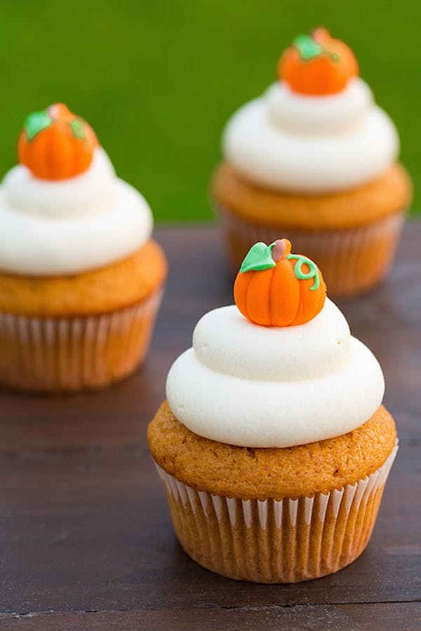 kübris muffins mit eingefrohrener frischkäse creme halloween dessert