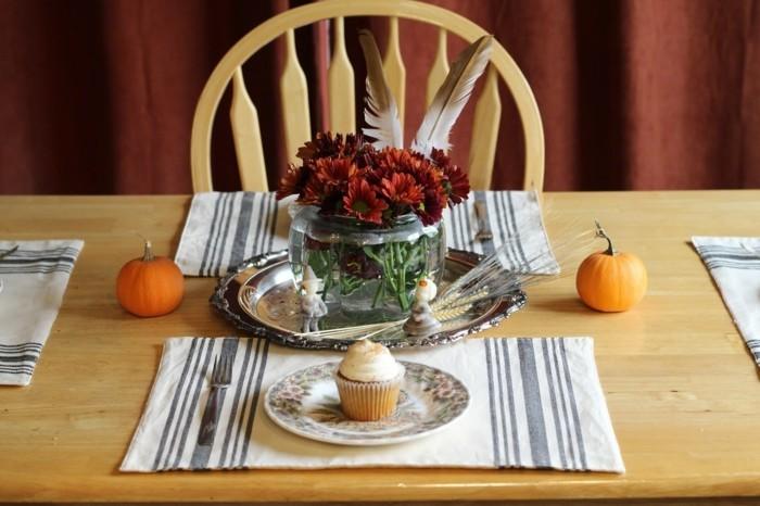 kürbisse auf der festtafel dekoideen für den tisch