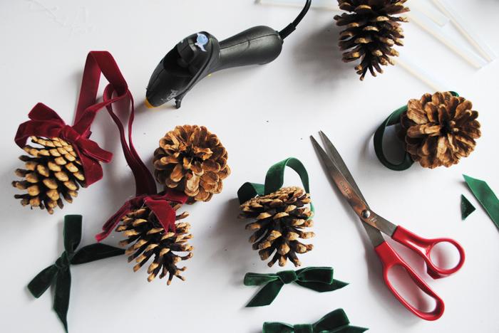 kreativ basteln tannenzapfen festliche dekoanhänger weihnachtsdeko