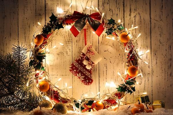 lichterkette weihnachtskranz tuerkranz selber machen