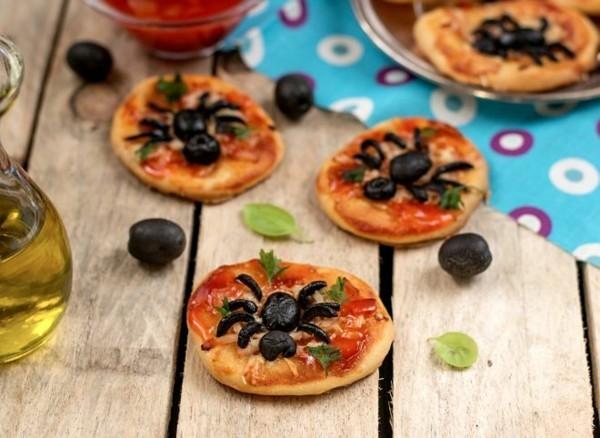 mini pizza zu halloween