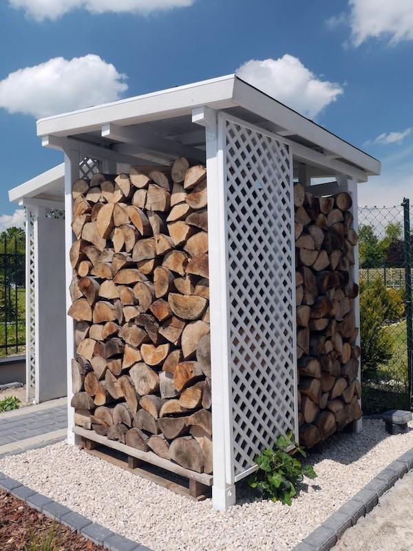 moderne Option Brennholz draußen lagern