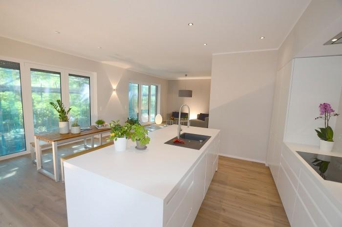 moderne küche brauner holzboden modern gestalten