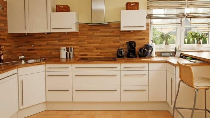 moderne wandgestaltung hölzerne küchenrückwand helle küchenschränke