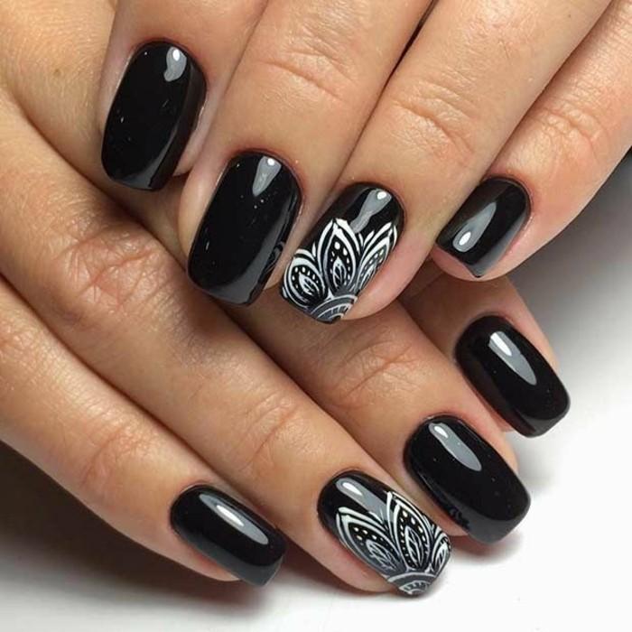 nageldesign ideen schwarzer nagellack weiße elemente