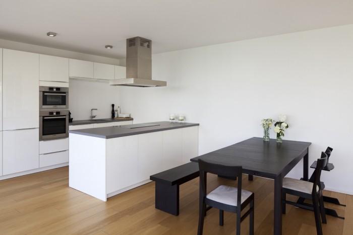 offene moderne küche durch verschiedene details trennen