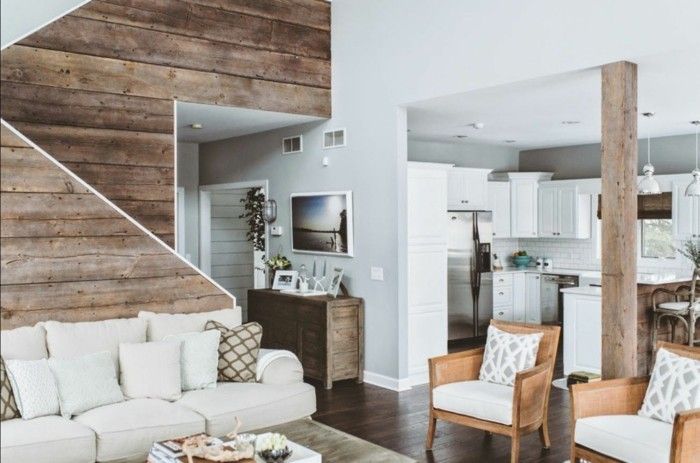 rustikale holzwaende gemuetliches wohnzimmer mit hölzerner wandgestaltung