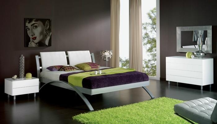 schlafzimmer einrichten grün lila helle gardinen