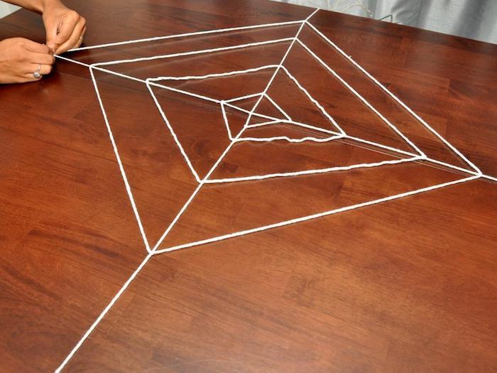 spinnweben selber machen auf dem tisch anleitung