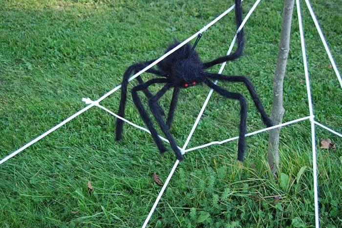 spinnweben selber machen mit kuenstlicher spinne