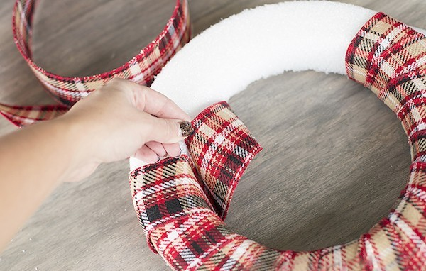 stoffband diy bastelideen tuerkranz selber machen