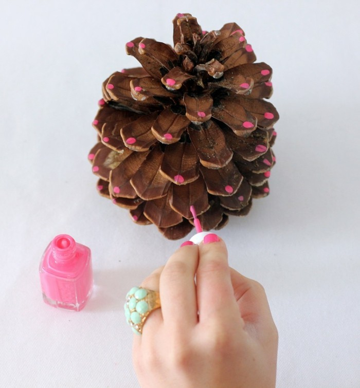 tannenzapfen nagellack verzieren rosa