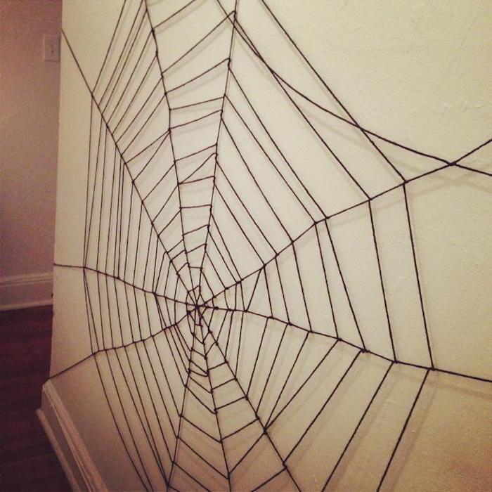 wanddeko mit spinnweben