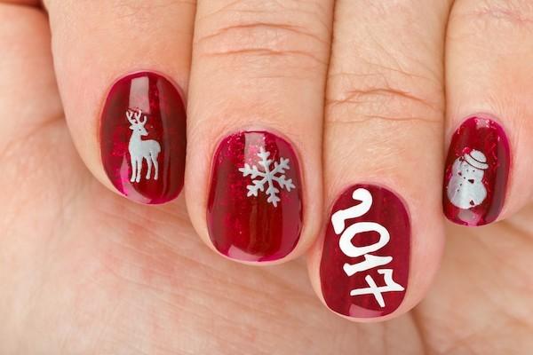 weihnachts winternägel mit der jahresnummer