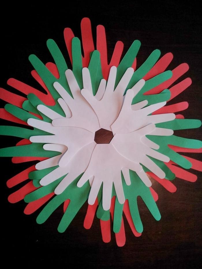 weihnachtsbasteln mit kindern grundformen hand umzeichnen