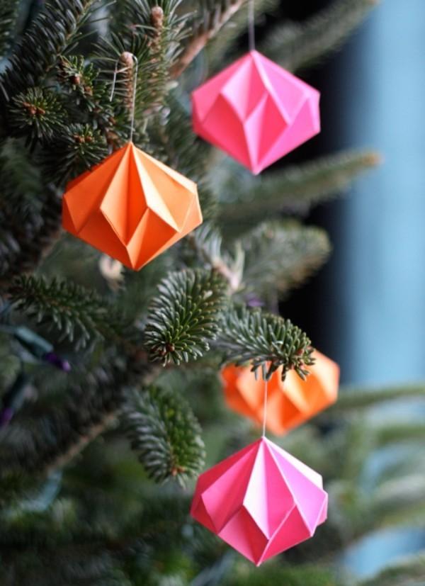 weihnachtsbaumschmuck-basteln-papier-origami-dekoanhaeger-farbig
