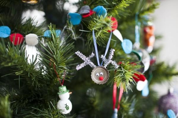 weihnachtsbaumschmuck-selber-machen-dekoanhaenger-flaschendeckel